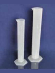 Цилиндры из полипропилена мерные с носиком